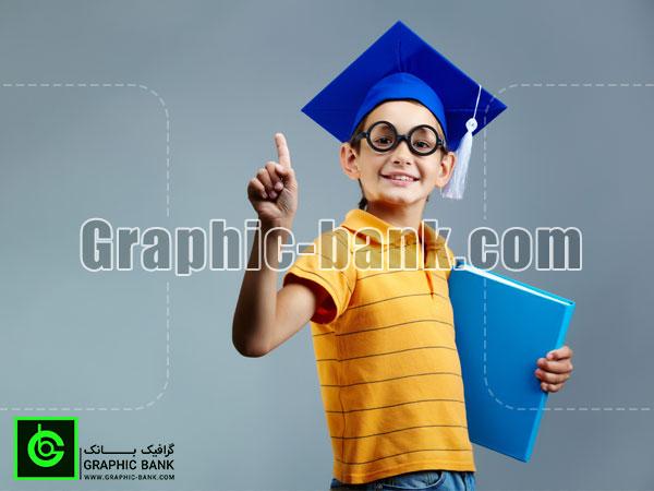 تصویر دانش آموز با کلاه دانش