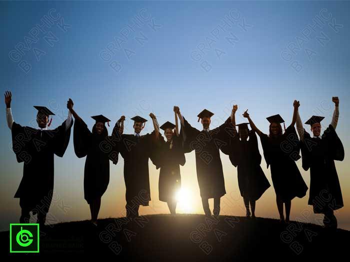 تصویر تعدادی دانشجو با لباس دانش