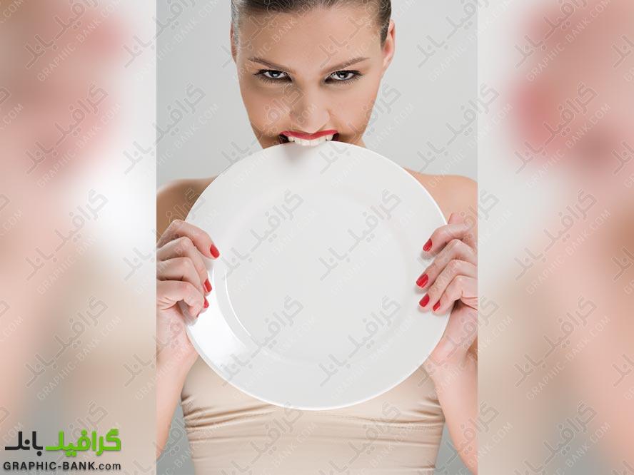 تصویر ظرف غذا در دست خانم